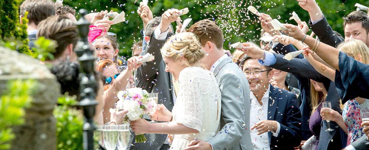 Large_rijst_strooien_bruiloft