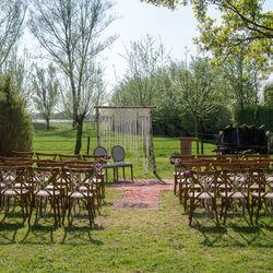 Big_houten_stoelen_huren_bruiloft