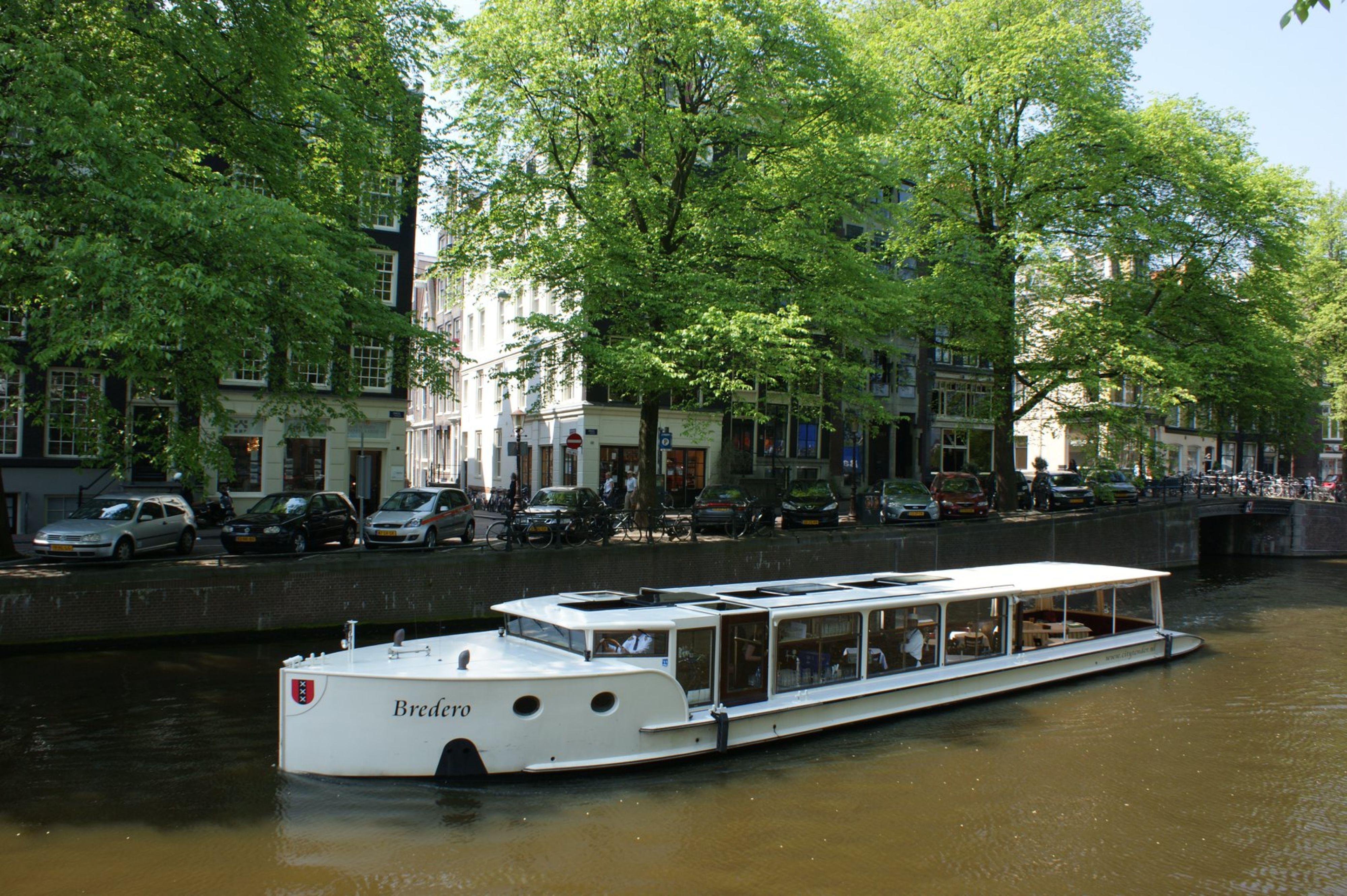 Trouwen op een rondvaartboot in Amsterdam