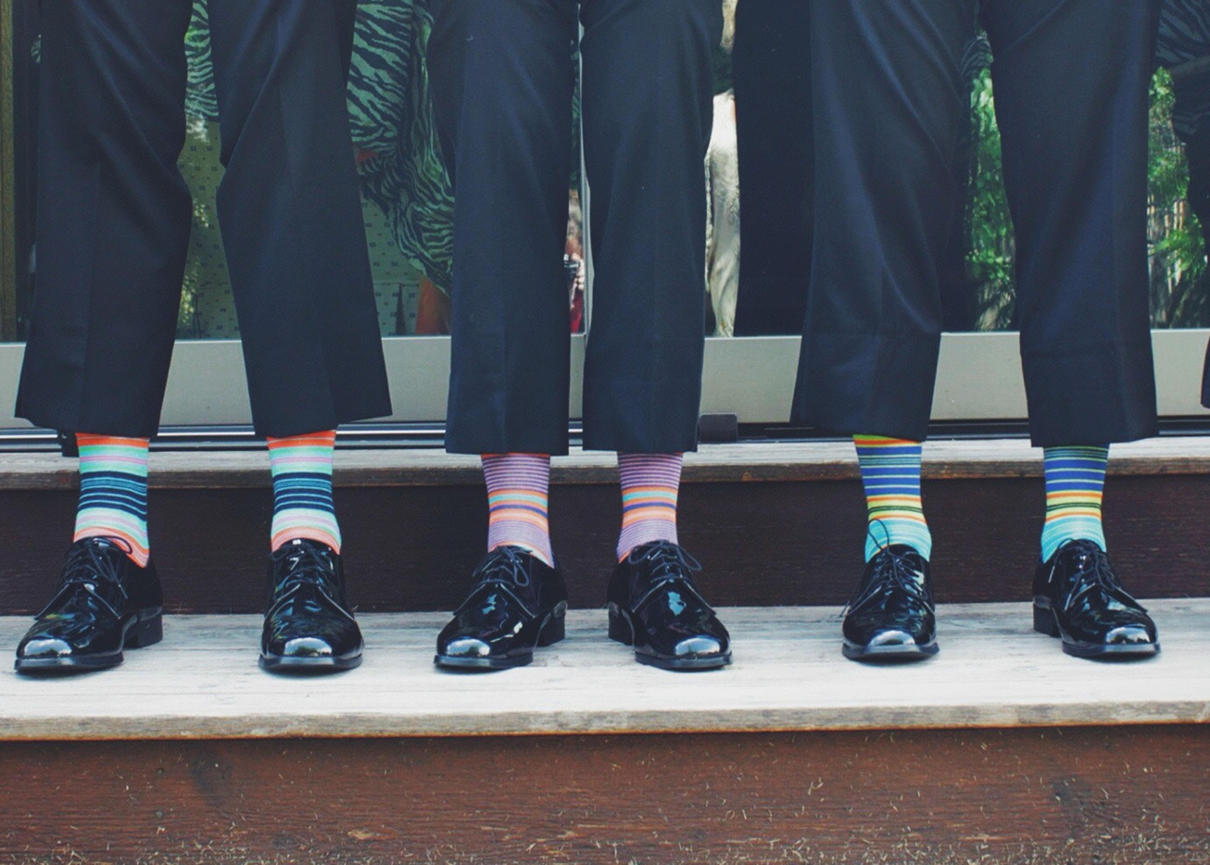 Gekleurde sokken bij trouwpak
