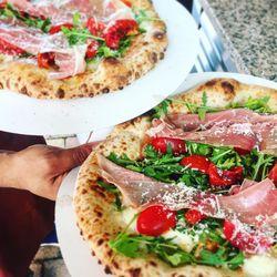 Big_foodtruck_workum_pizzametpazzi_6