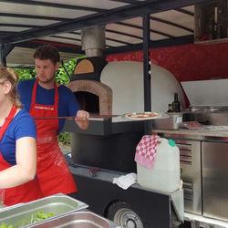 Big_foodtruck_workum_pizzametpazzi_8