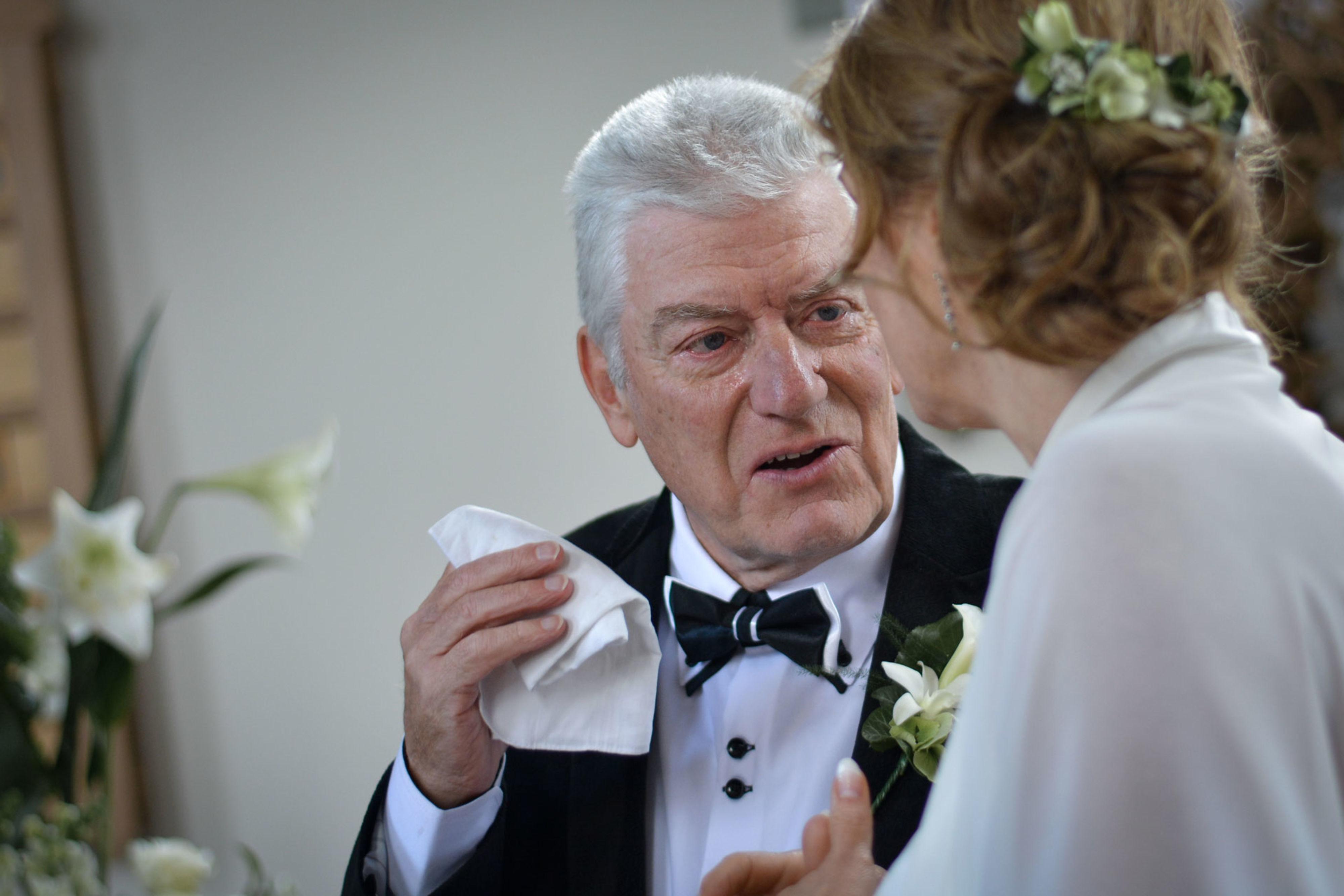 Vader geeft dochter weg huwelijk