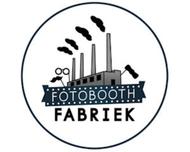 Large_photobooth_houten_fotoboothfabriek_logo