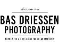 Large_trouwfotograaf_benedenleeuwen_basdriessen_logo