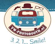 Large_photobooth_bruiloft_houten_vwphotobooth_logo