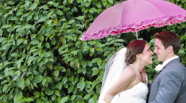 Small_bruidsparaplu_trouwdag_regen