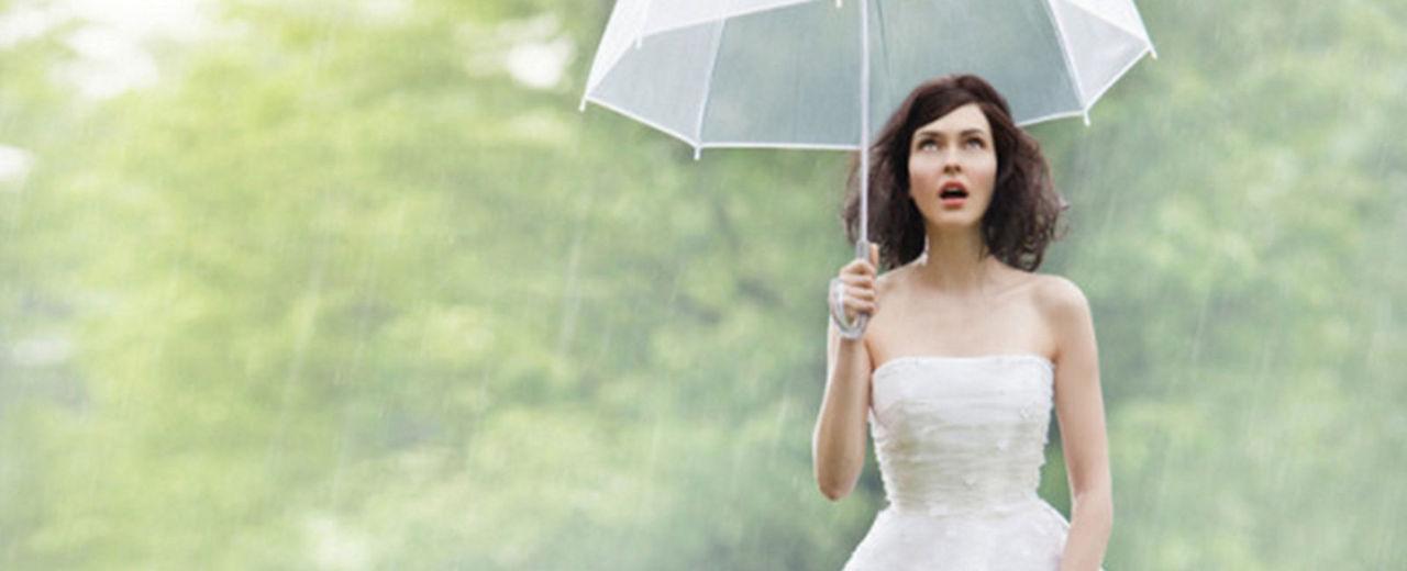 Large_trouwen_in_de_regen
