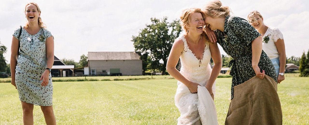 Large_ohbelle_bruiloft_vriendinnen